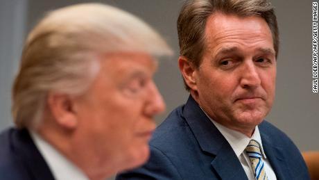 Republican senator proposes bill backing US intelligence agencies